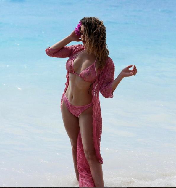Franceska_Jace_sexy_sexy_super1498245470