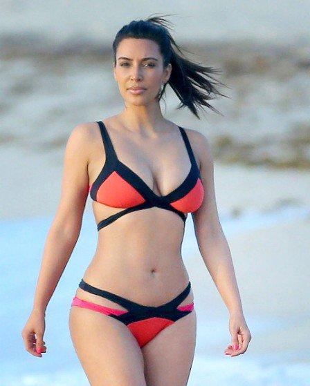 1Kim-Kardashian-Bikini-Miami-072112-448x560
