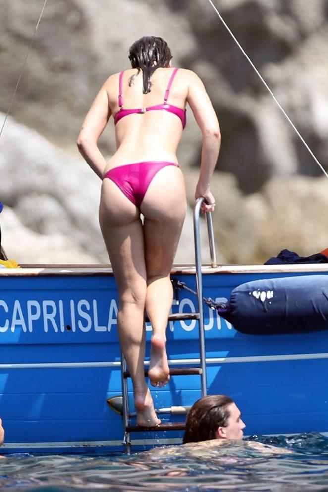Dua-Lipa_-Bikini-On-Holiday-In-Capri--12-662x993