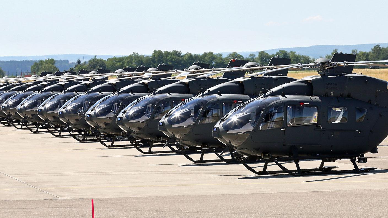 Hubschrauber vom Typ H145M LUH SOF stehen auf dem Flugplatz der Bundeswehr in Laupheim