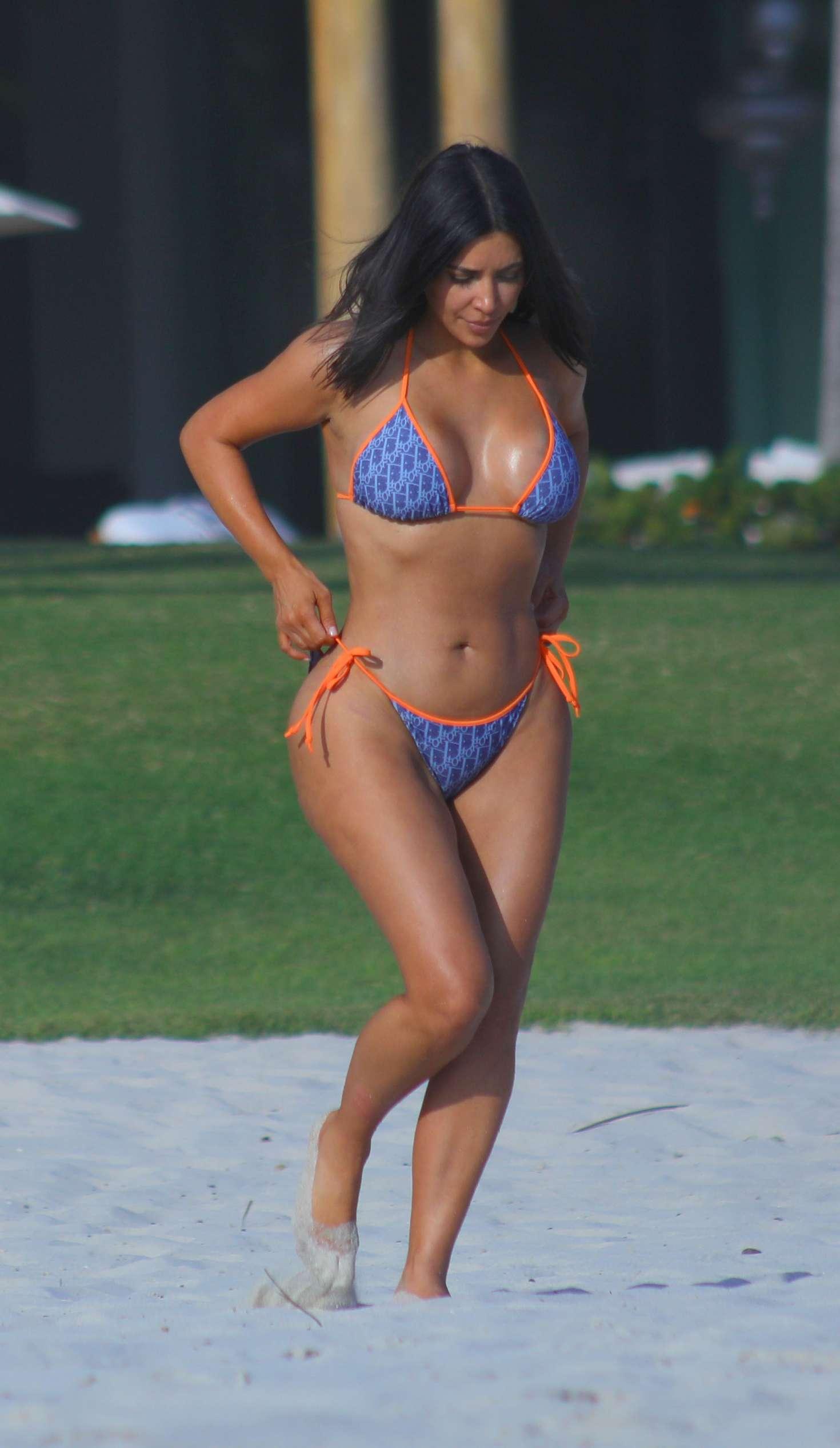 Kim-Kardashian-in-Bikini-2017--09