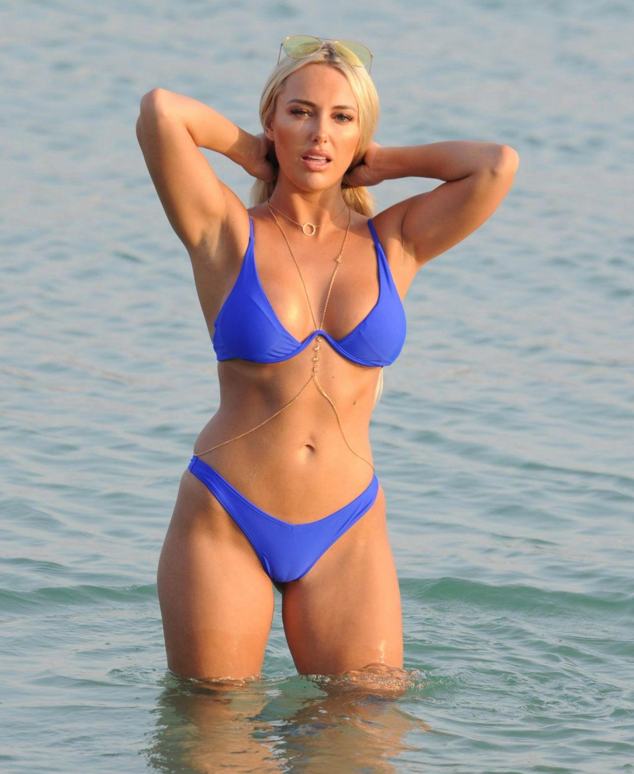 amber-turner-bikini-on-beach-in-dubai-march-2018-3