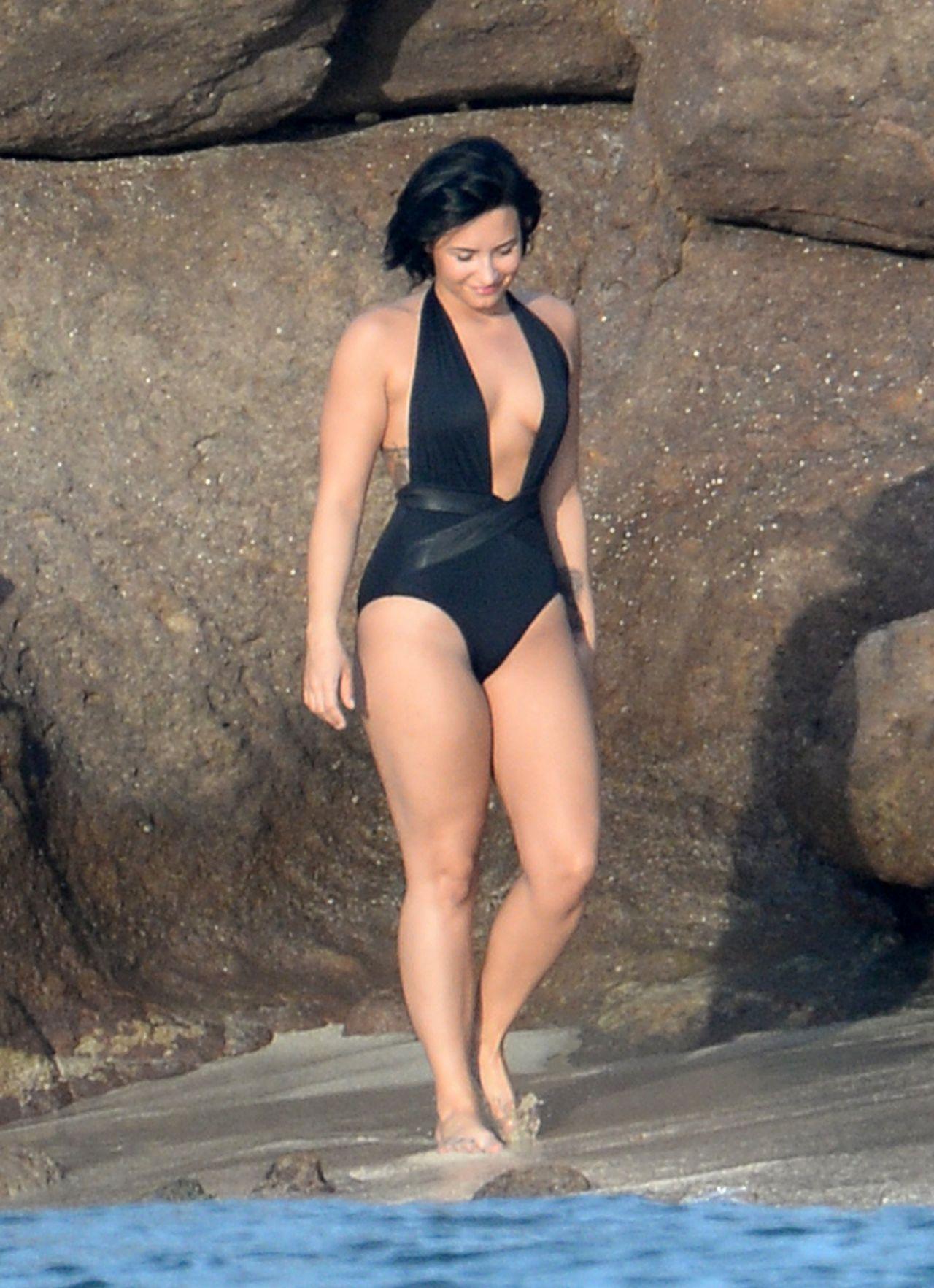demi-lovato-wearing-a-swimsuit-in-st.-barts-12-17-2015_30