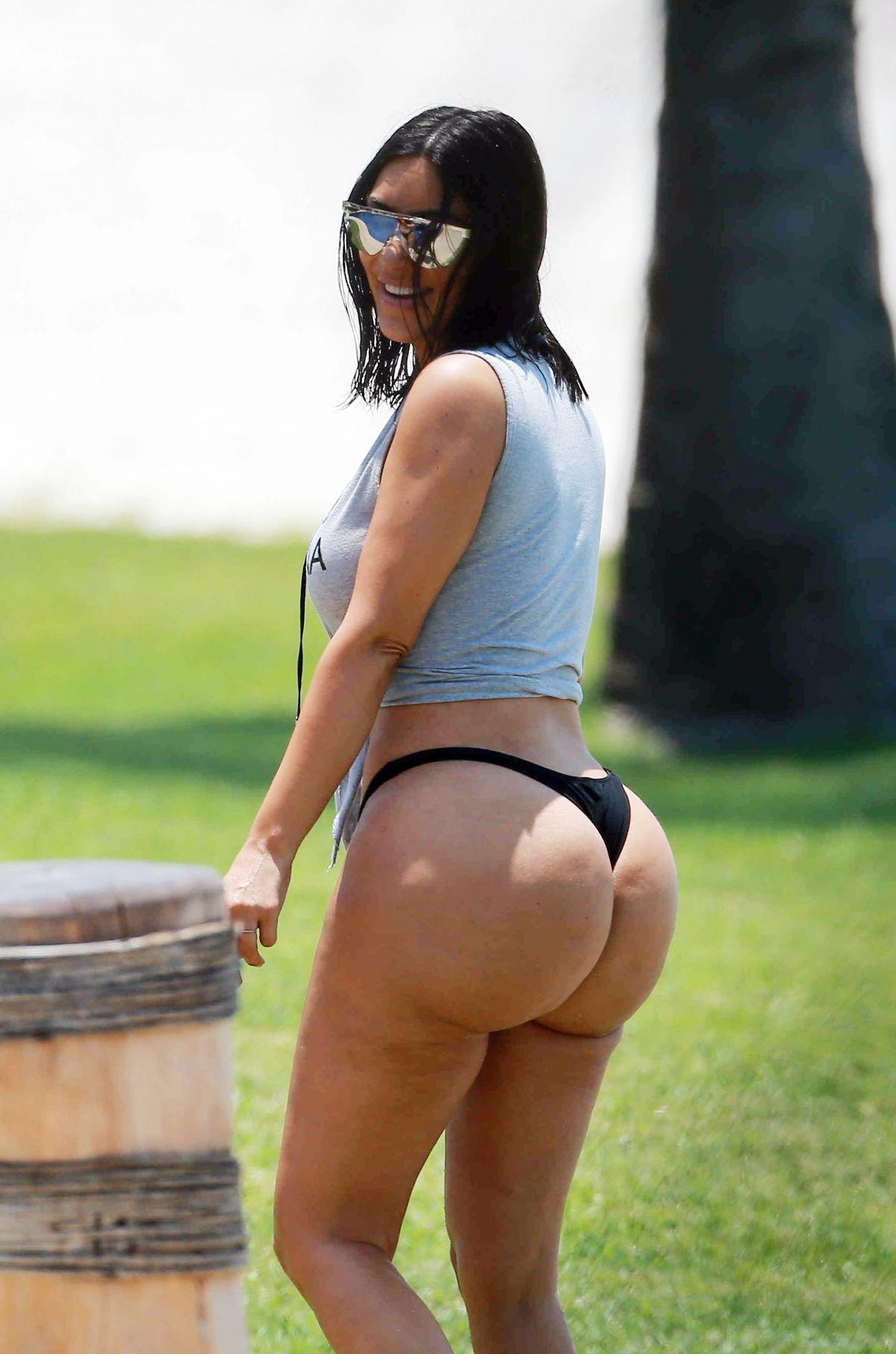 kim-kardashian-in-bikini-bottom-on-vacation-in-tulum-04-24-2017_1