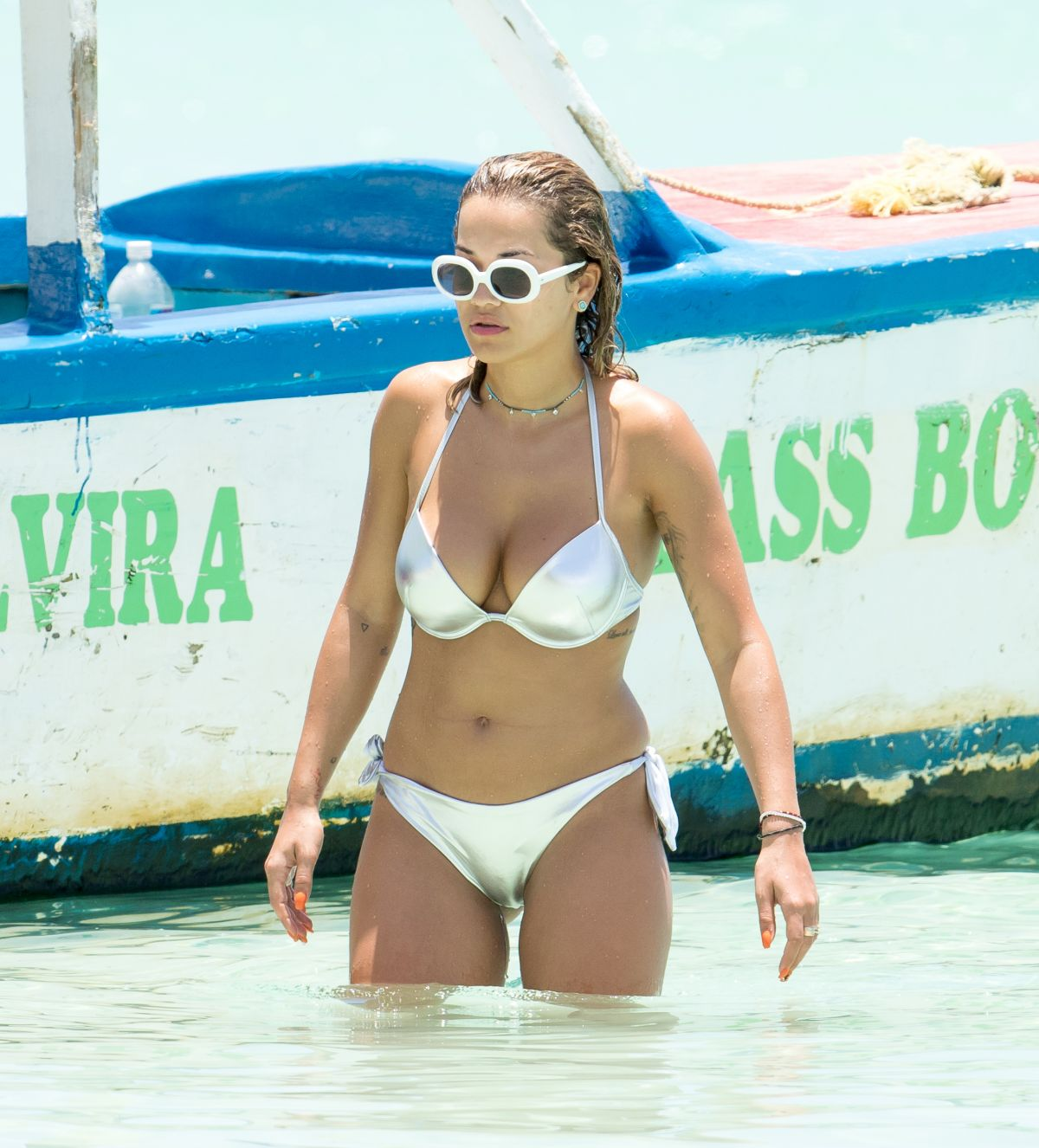 rita-ora-at-beach-bikini-fun-in-jamaica_1