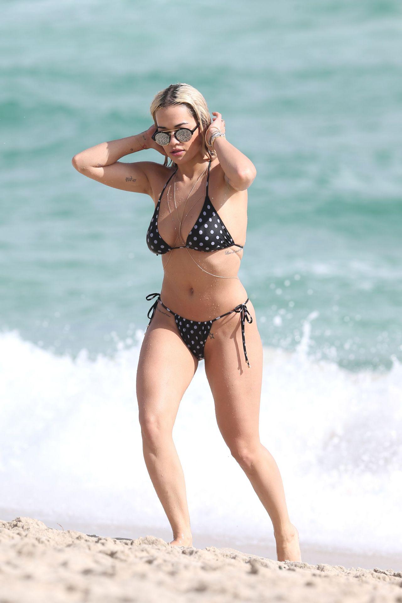 rita-ora-hot-in-a-bikini-beach-in-miami-12-30-2015-part-ii-3