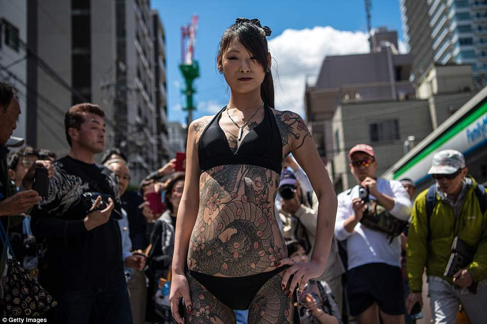 4C83029600000578-5755629-Throngs_of_Japanese_men_and_women_took_to_the_streets_in_their_u-a-14_1526956029273