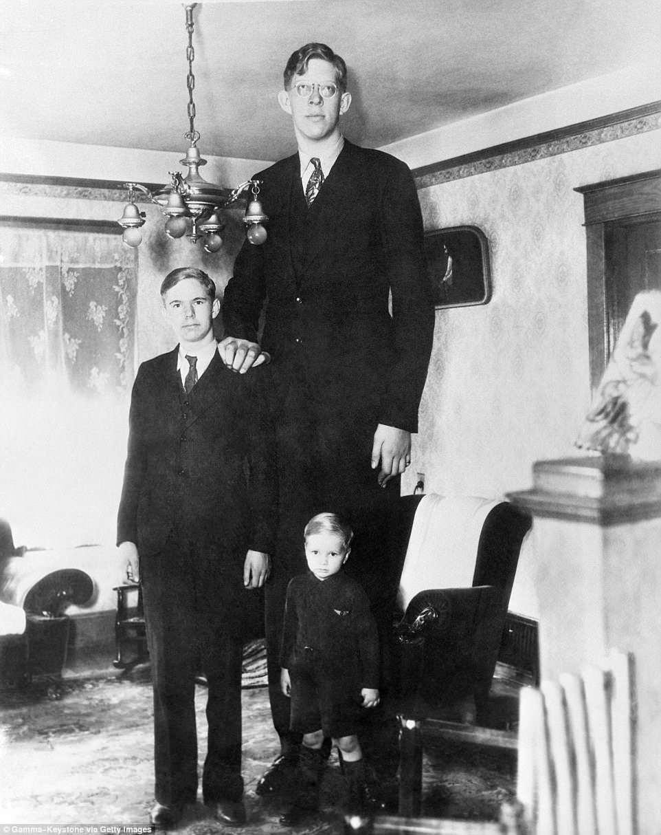 4CC356CE00000578-5788491-Wadlow_was_the_oldest_of_five_children_Here_s_Wadlow_on_his_17th-a-129_1527715523130