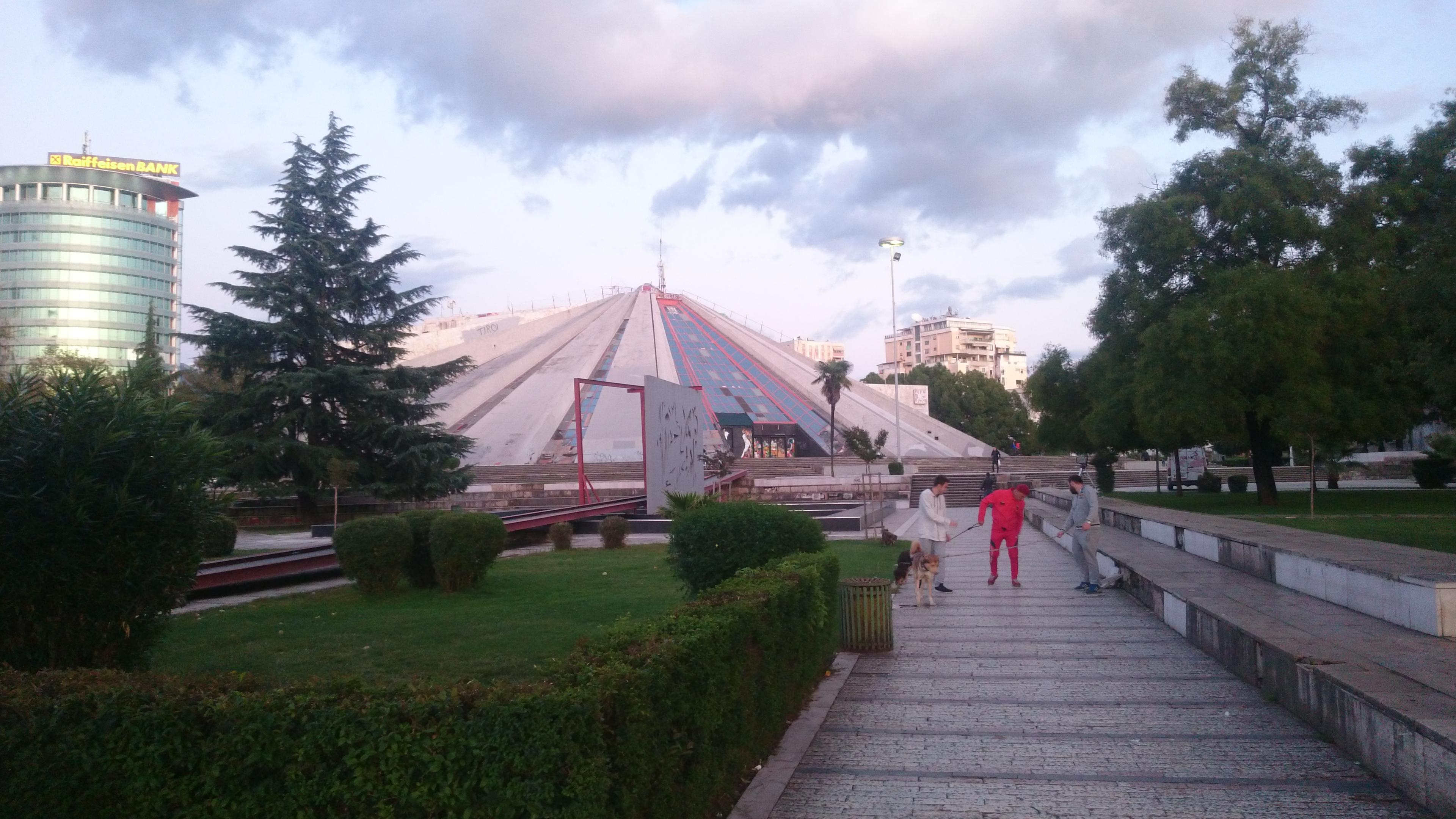 Piramida_Tiranë