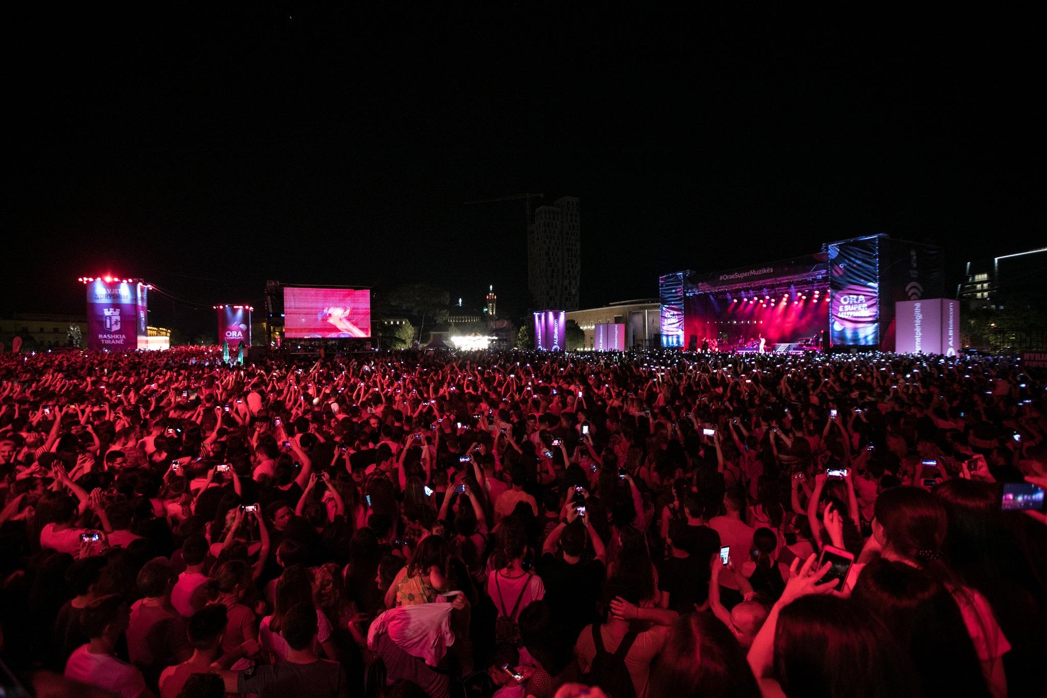 Rita Ora gjate koncertit (2)