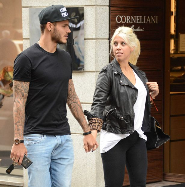 Wanda-Nara-and-Mauro-Icardi-seen-shopping-in-Milan