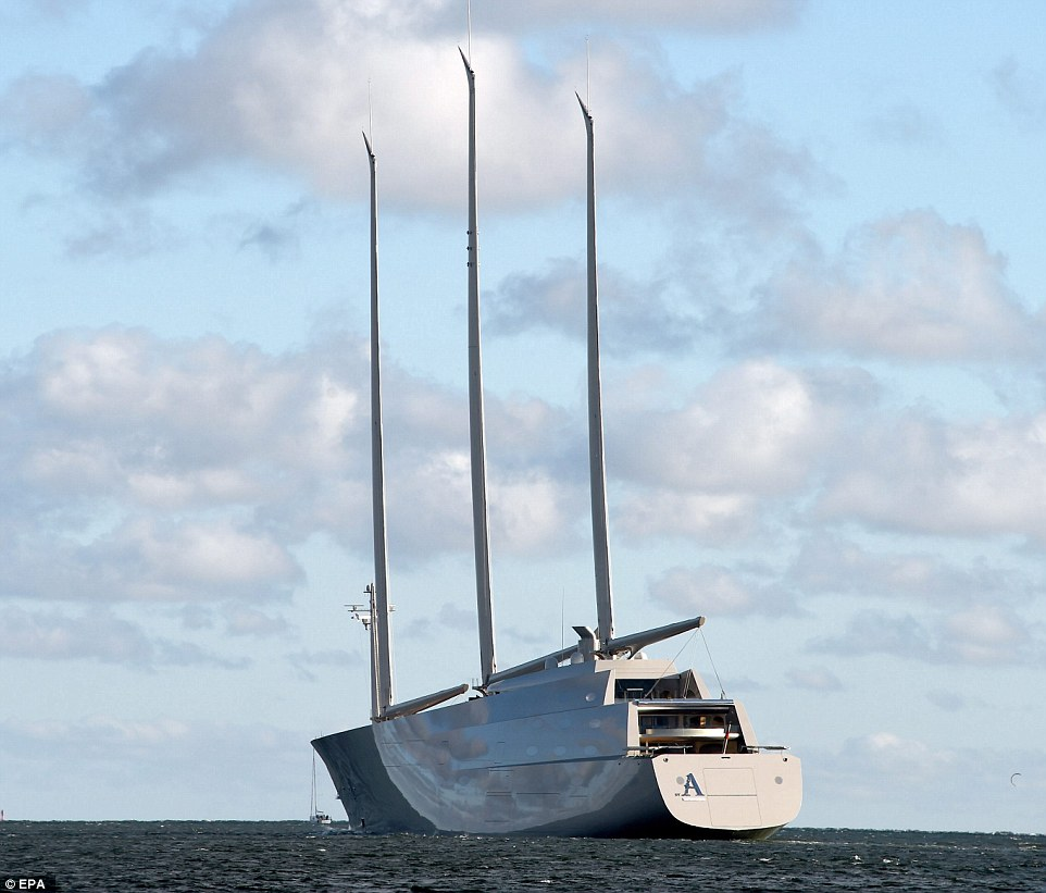 3915C8D800000578-3821695-It_was_virtually_impossible_to_miss_the_world_s_largest_sailing_-m-18_1475594545432