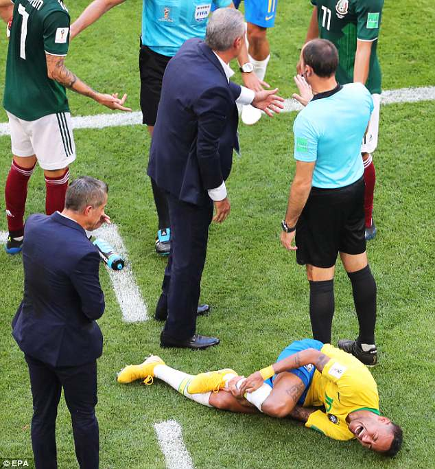 4DD929E600000578-5910085-Brazil_may_have_beat_Mexico_2_0_but_it_was_Neymar_s_theatrics_th-a-49_1530547295860 (1)