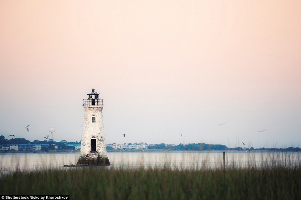 4F1C586D00000578-6063647-Originally_in_1839_the_sea_washed_tower_of_Cockspur_Island_Light-a-153_1534346935683