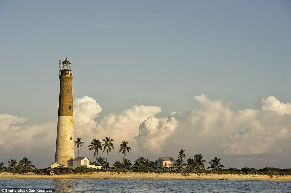 4F1C587100000578-6063647-The_Dry_Tortugas_Lighthouse_at_Loggerhead_Key_in_Florida_is_the_-a-152_1534346832137