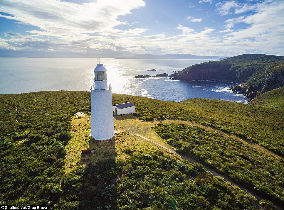 4F1C58A500000578-6063647-Australia_s_second_oldest_surviving_lighthouse_operational_from_-a-165_1534348193894