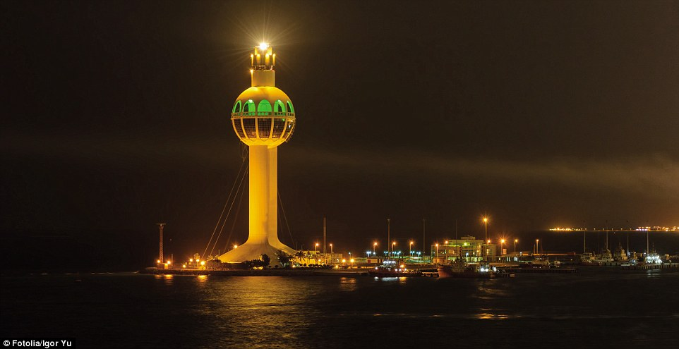 4F1C58AD00000578-6063647-Completed_in_1990_the_Jeddah_Port_Control_Tower_in_Saudi_Arabia_-a-169_1534348604312