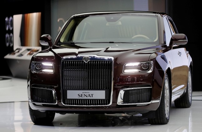 645x420-putins-new-luxurious-car-unveiled-at-moscow-auto-show-1535541163124