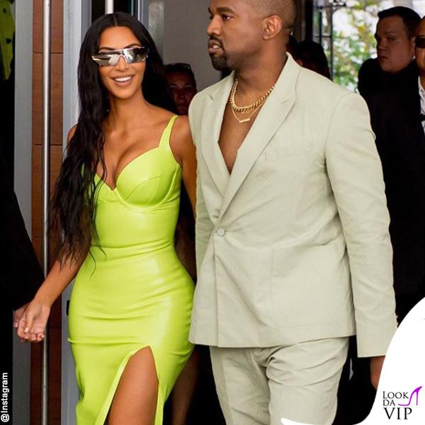 Kim-Kardashian-abito-atsuko-kudo-scarpe-Gianvito-Rossi-Kanye-West-abito-Louis-Vuitton-ciabatte-Yeezy-6