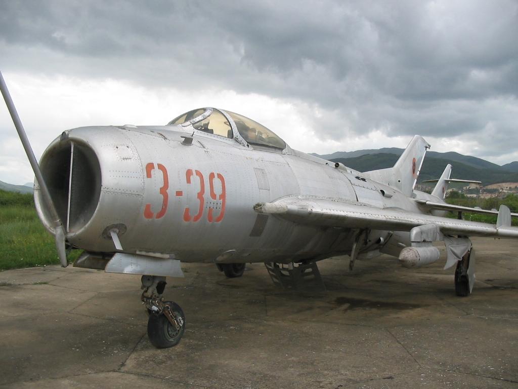 Shenyang_J-6C_Albanian_Air_Force