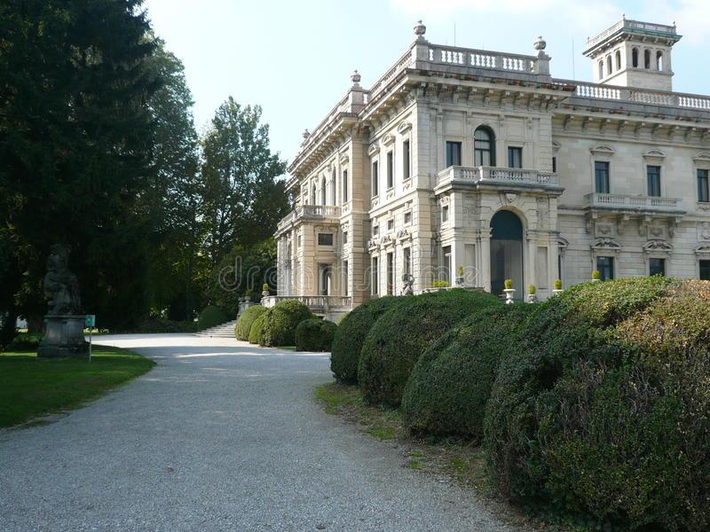 villa-erba-cernobbio-italy-como-lake-one-most-important-italian-lakeside-villas-nineteenth-century-55867732