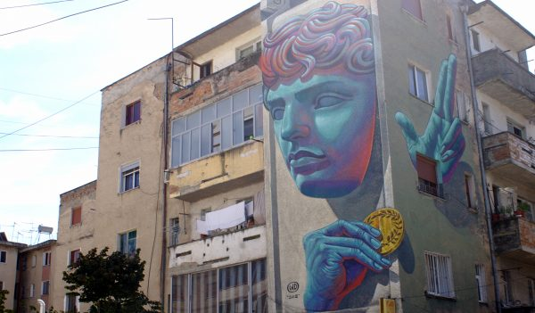 PIktura-murale-ne-fasaden-e-pallatit-te-Ures-Vajgurore-1-600x351