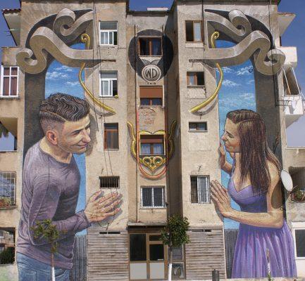 Piktura-ne-fasaden-e-nje-pallati-433x400