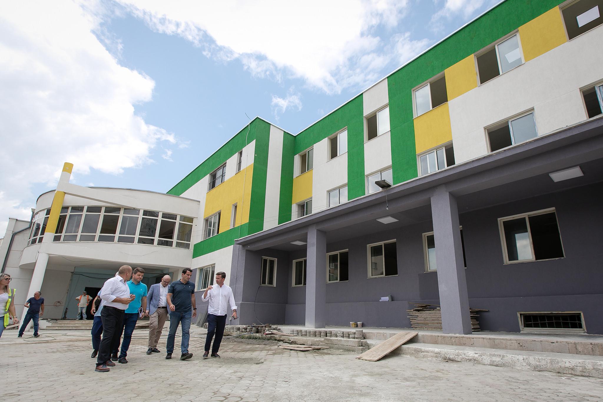 Veliaj gjate inspektimit te rikonstruksionit te shkolles Ismail Qemali (1)