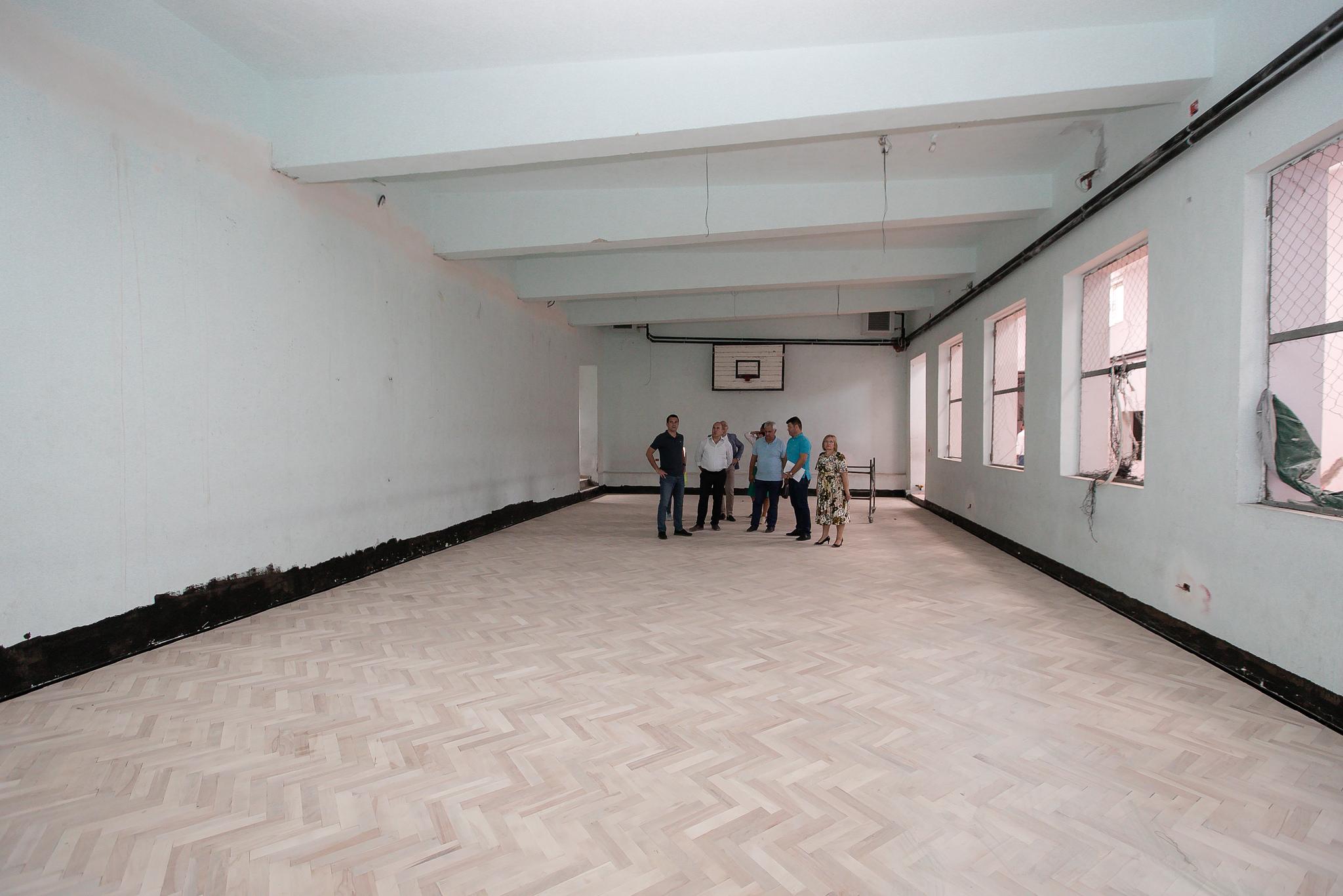 Veliaj gjate inspektimit te rikonstruksionit te shkolles Ismail Qemali (3)