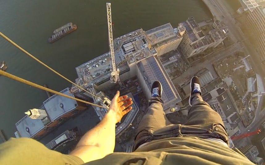 10-dangerous-selfies-crane_trans_NvBQzQNjv4BqqVzuuqpFlyLIwiB6NTmJwfSVWeZ_vEN7c6bHu2jJnT8