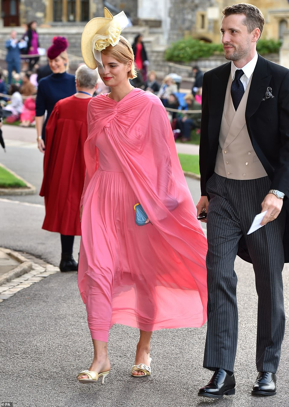 4980432-6268613-Pixie_Geldof_and_George_Barnett_arrive_at_the_grounds_of_Windsor-m-11_1539333999430