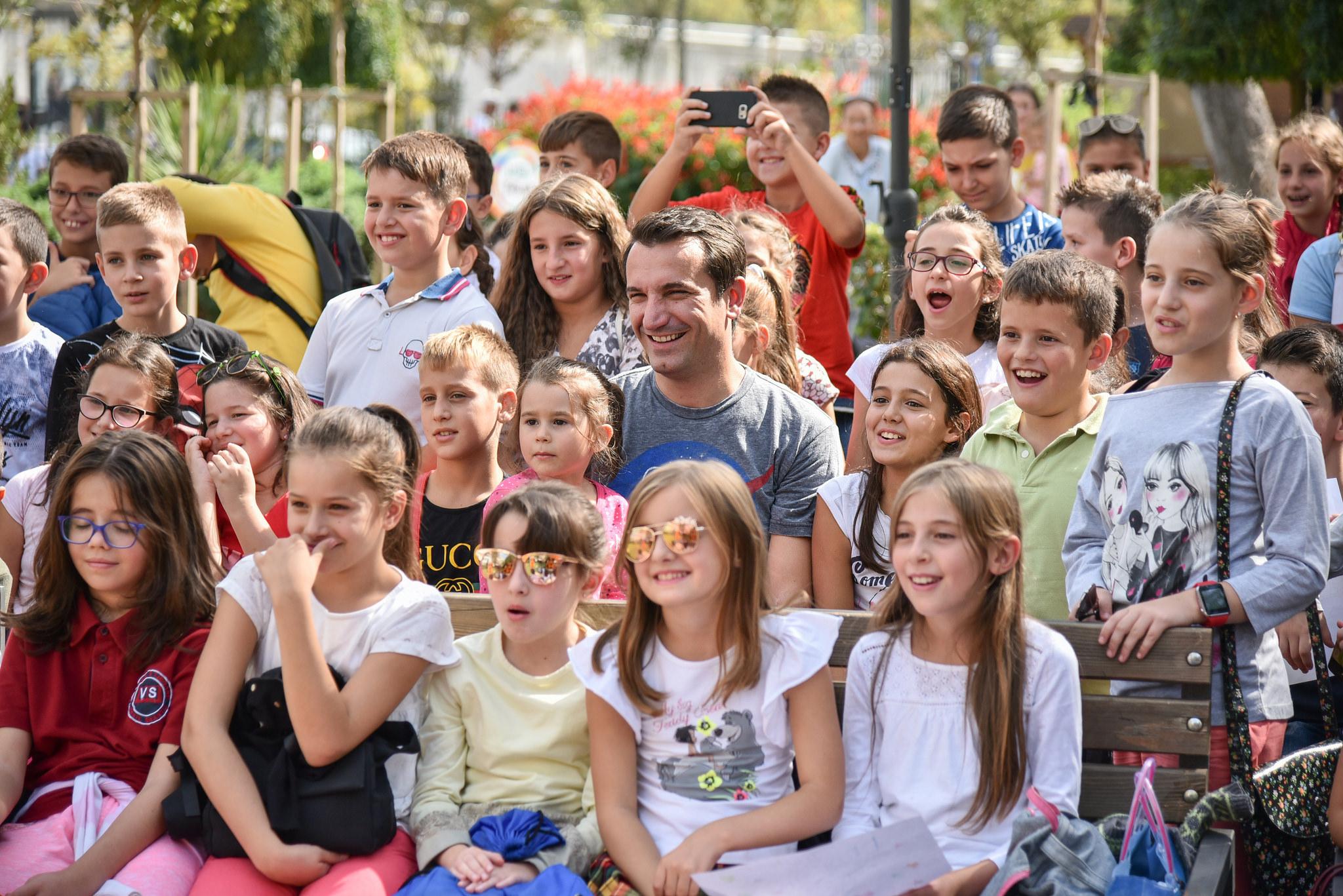 Veliaj gjate aktivitetit me femijet te Kopshti Zoologjik 1