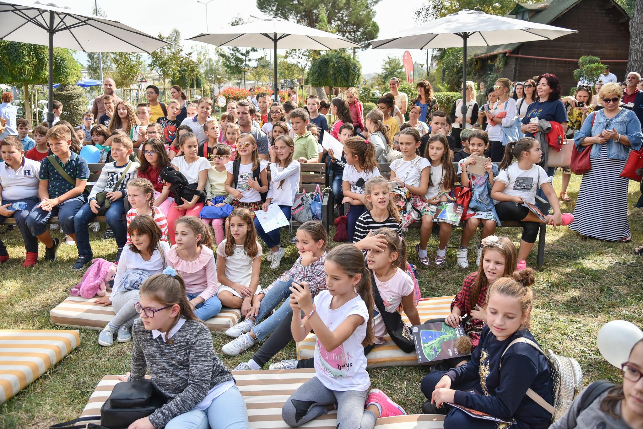 Veliaj gjate aktivitetit me femijet te Kopshti Zoologjik 2