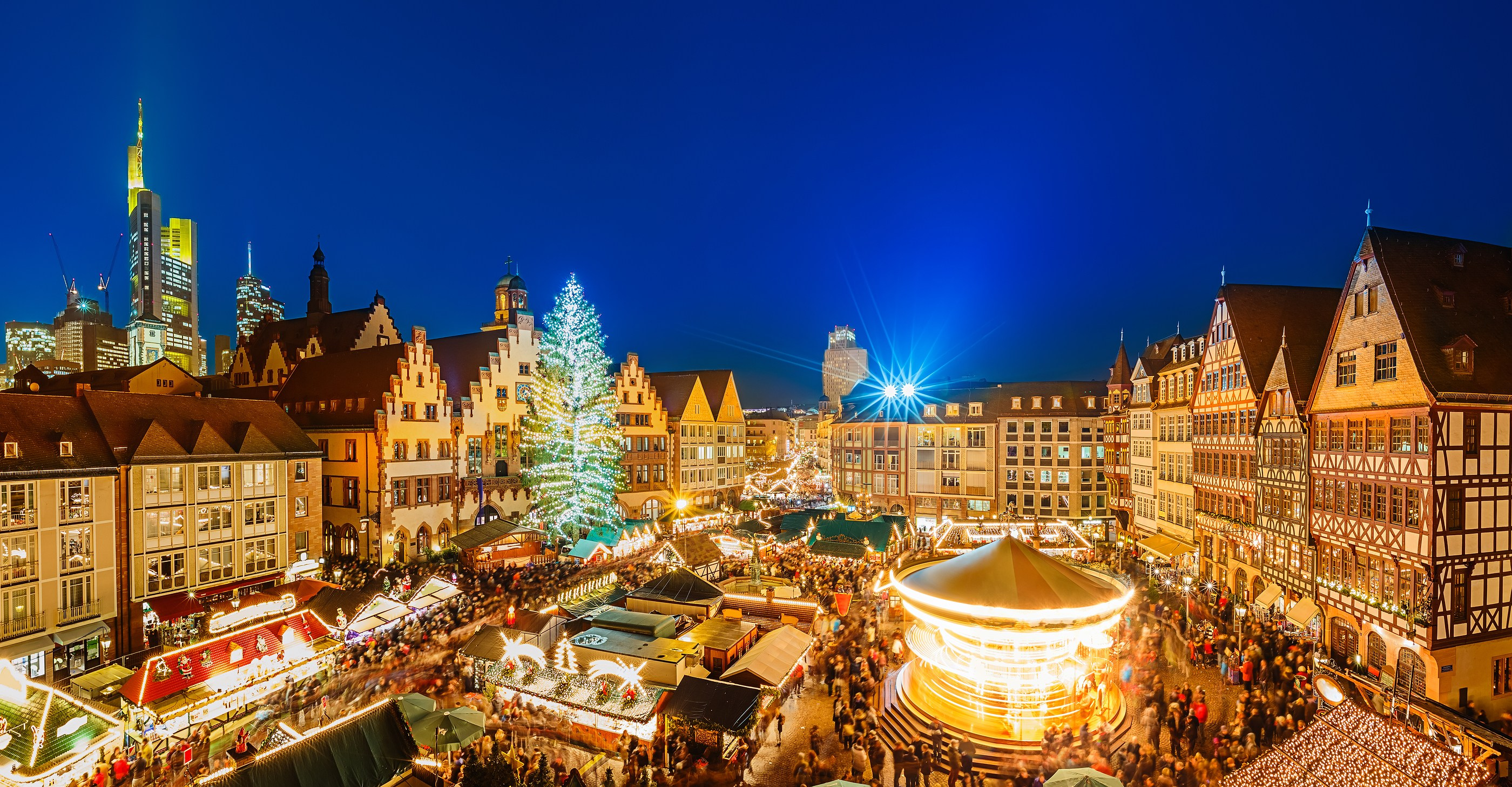Traditional christmas market in the historic center of Frankfurt