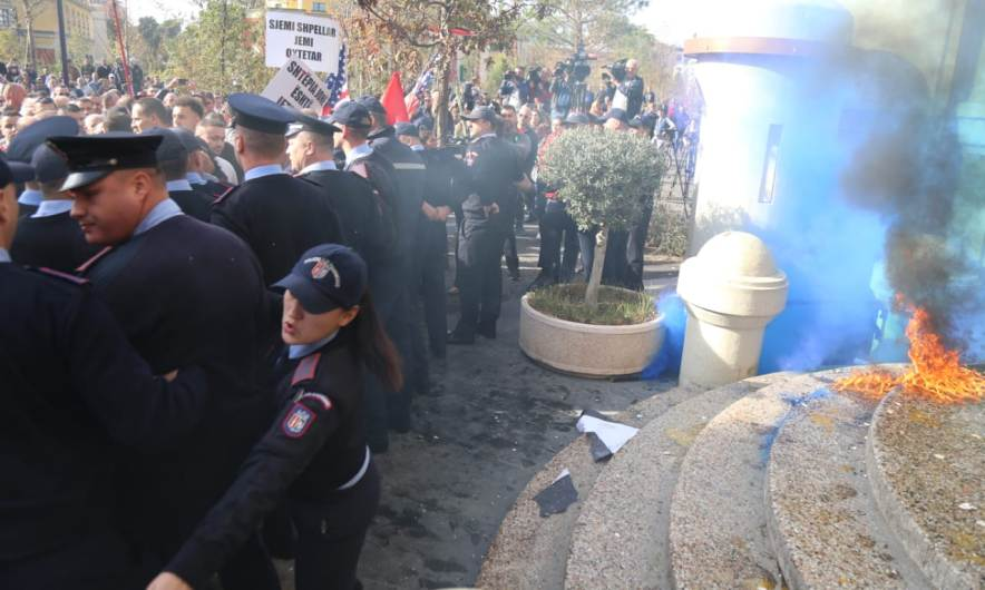 Unaza proteste
