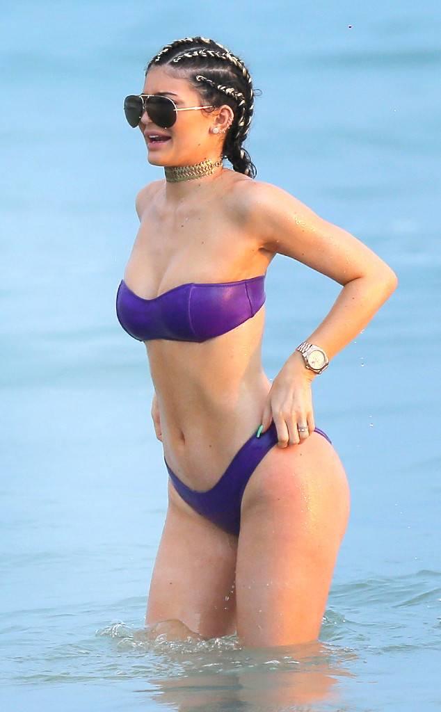 rs_634x1024-150813193258-634.Kylie-Jenner-Bikini-Mexico.ms_.081315