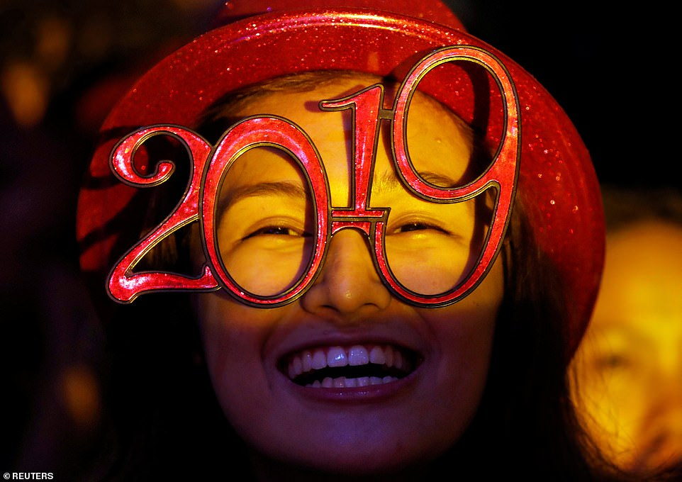 7995248-6541611-PHILIPPINES_A_spectator_wears_glasses_shaped_as_the_year_2019_du-a-17_1546302683405