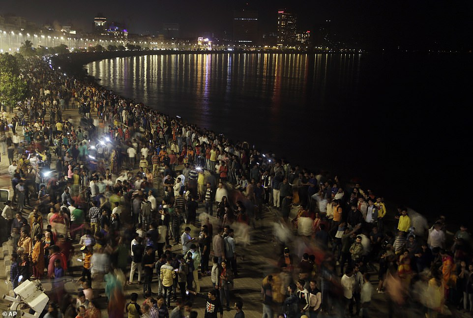 7995922-6541611-INDIA_Hundreds_of_spectators_gathered_at_Marine_Drive_in_Mumbai_-a-33_1546302685576