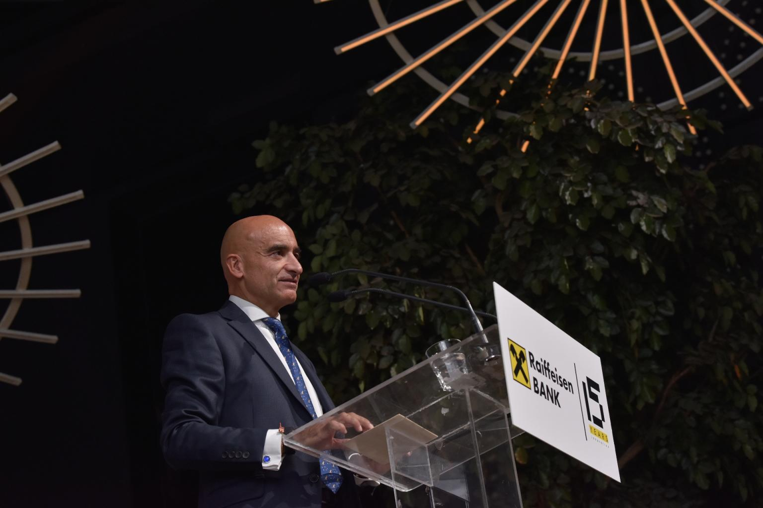z. Christian Canacaris, Drejtori i Përgjithshëm i Raiffeisen Bank në Shq...