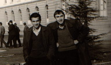 15. Me Moikomin, Tirane 1970
