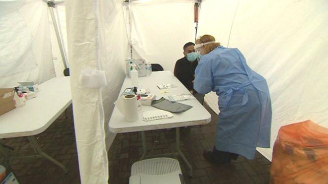 Pandemia në Britani  Nisin testimet derë më derë edhe për ata që nuk shfaqin simptoma