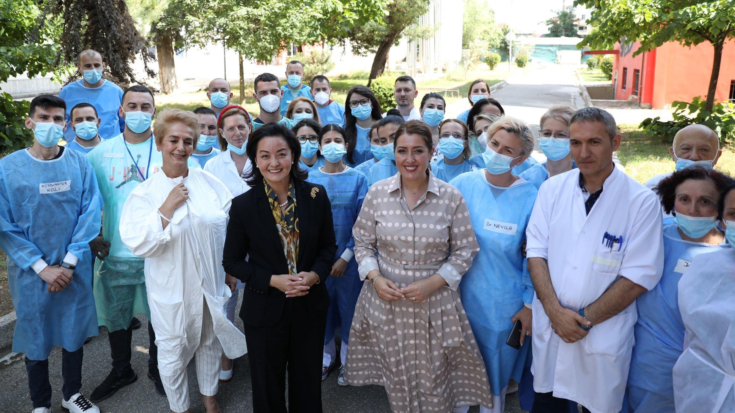 Yuri Kim me mjeket