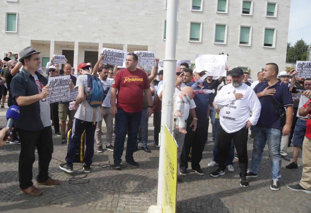 Proteste kunder vaksinimit4