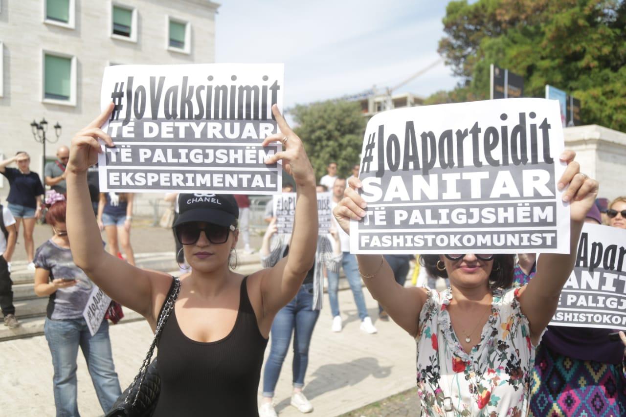 Proteste kunder vaksinimit9